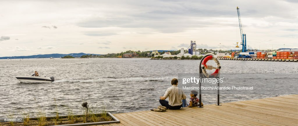 Tjuvholmen (New Harbourfront), sitting on the waterfront : Stock-Foto