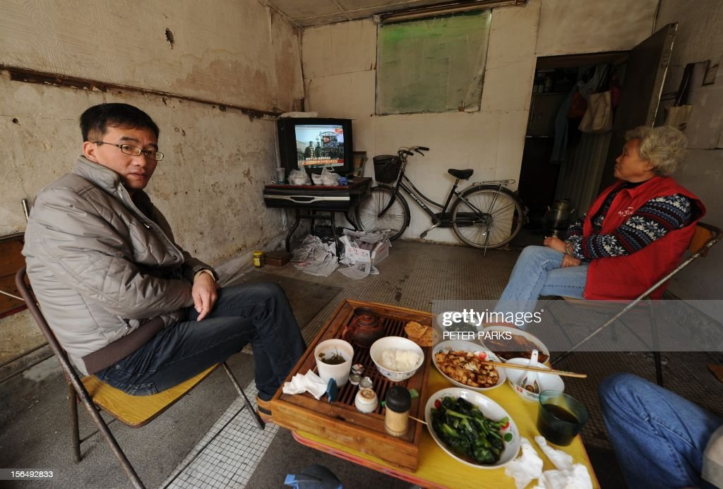 To go with 'China-politics-congress,FOCUS' story by Kelly Olsen This photo taken on November 15, 2012 shows a family having lunch in their living room in Shanghai's northern district of Zhabei. China's new Communist Party boss Xi Jinping has raised hopes with a straight-talking debut, but observers say he may struggle to pull off a crucial revamp of the economy and satisfy growing calls for reform. AFP PHOTO/Peter PARKS