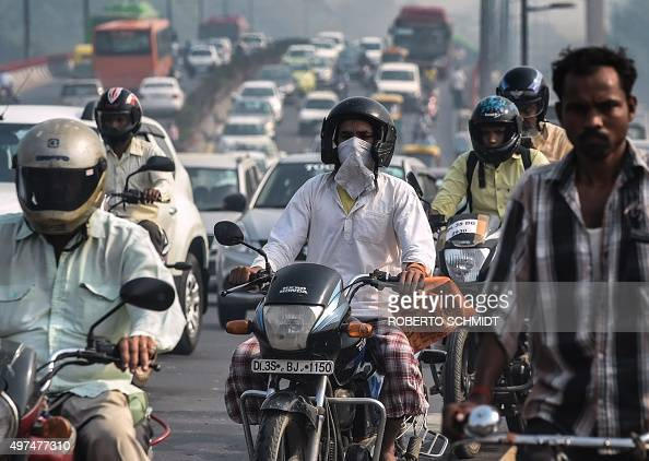 To go with ClimatewarmingUNCOP21IndiaFOCUS by Trudy Harris In this October 21 2015 photo a morning motorcycle commuter shields his face with a...
