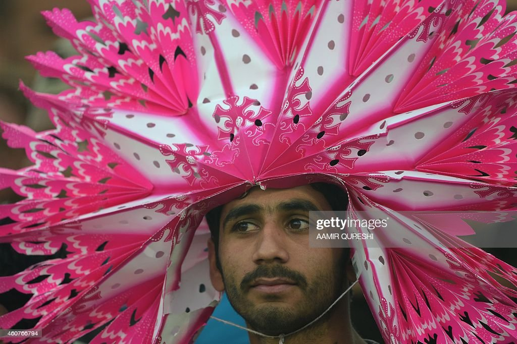To go with Cricket-UAE-PAK-Pathans-Pakistan-Afghanistan,FOCUS by Shahid HASHMI This photograph taken on December 19, 2014, shows a Pathan spectator wearing ... - to-go-with-cricketuaepakpathanspakistanafghanistanfocus-by-shahid-picture-id460766794