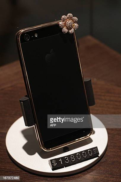 To go with LifestyleHongKongChinaluxuryFOCUS by Beh Lih Yi This picture taken on April 23 2013 shows a 17 772 USD custombuilt iPhone 5 with a rose...