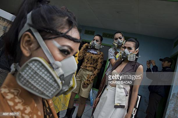 Indonesia environment water pollution fashion In this photograph taken on March 22 2015 Indonesian models wearing gas masks prepare for a fashion...
