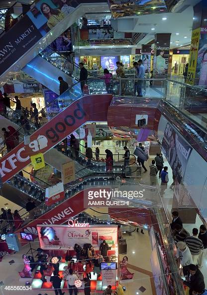 To go with story 'PakistanEconomyTaxationPolitics' FOCUS by Masroor GILANI This photograph taken on March 6 shows Pakistani residents shopping at a...