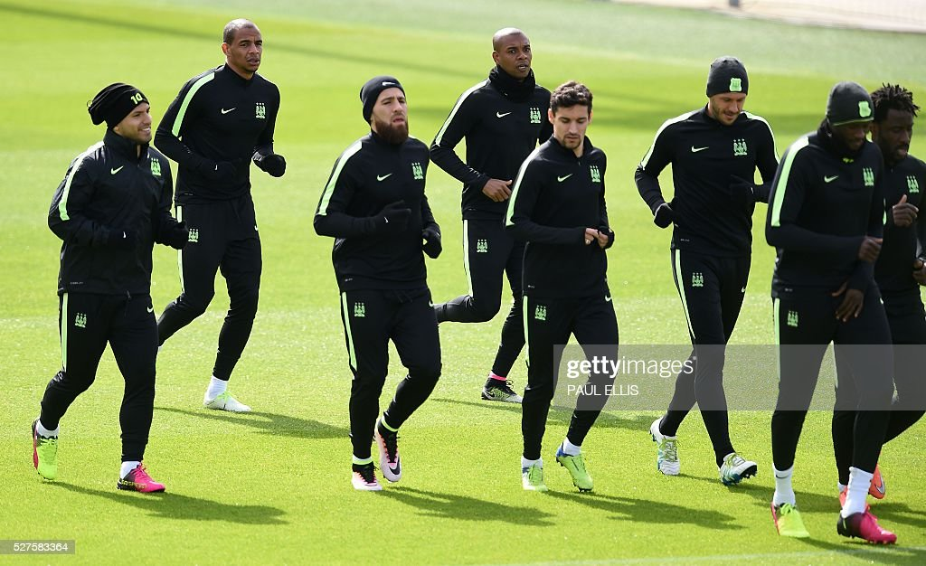 L to R, Manchester City's Argentinian striker Sergio Aguero, Manchester City's Brazilian midfielder Fernando, Manchester City's Argentinian defender Nicolas Otamendi, Manchester City's Brazilian midfielder Fernandinho, Manchester City's Spanish midfielder Jesus Navas Manchester City's Argentinian defender Martin Demichelis, Manchester City's Ivorian midfielder and captain Yaya Toure and Manchester City's Ivorian striker Wilfried Bony attend a team training session at the City Academy in Manchester, north west England, on May 3, 2016. Manchester City will play against Real Madrid CF in a UEFA Champions League semi-final second leg football match in Madrid on May 4. / AFP / PAUL