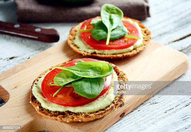 Toast with spinach, avocado and tomato