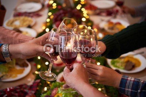 Anstoßen für Weihnachten : Stock-Foto