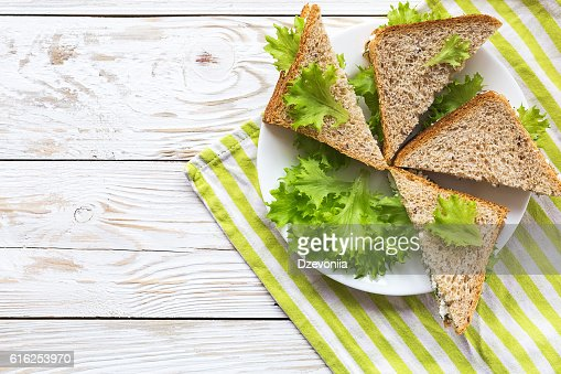 Toasts with cottage cheese and lettuce for breakfast : Foto de stock
