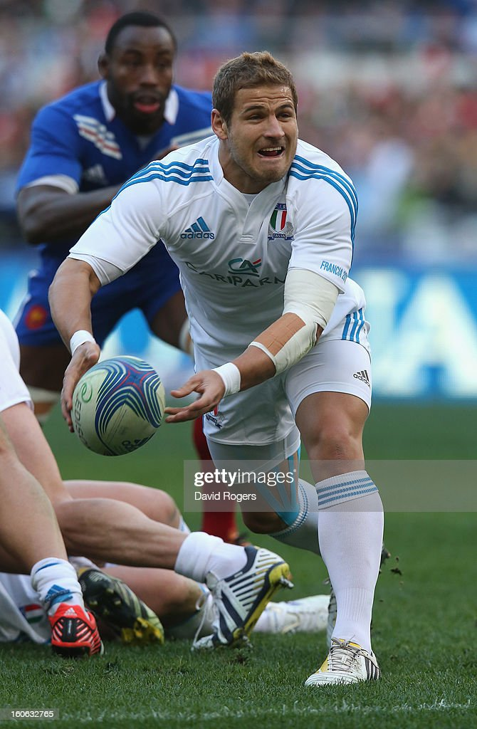 Tobias Botes of Italy passes the ball during the RBS Six Nations match between Italy and France at Stadio Olimpico on February 3, 2013 in Rome, Italy.