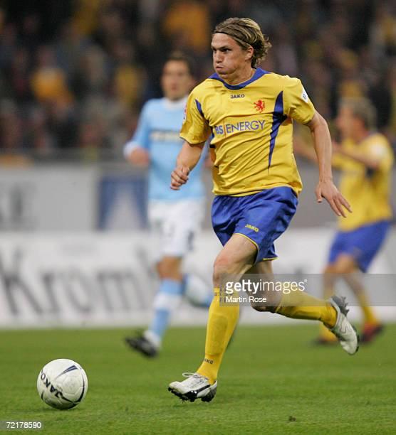 Tobias Schweinsteiger of Braunschweig runs with the ball during the Second Bundesliga match between Eintracht Braunschweig and 1860 Munich at the...