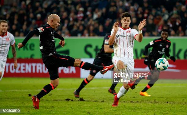 Tobias Werner of Nuernberg scores his teams first goal during the Second Bundesliga match between Fortuna Duesseldorf and 1 FC Nuernberg at...