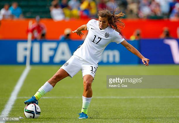 Tobin Heath of the United States contols the ball against Colombia in the first half in the FIFA Women's World Cup 2015 Round of 16 match at...