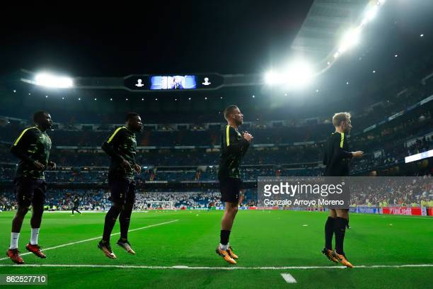 Toby Alderweireld of Tottenham Hotspur warms up with teammates Moussa Sissoko Serge Aurier Christian Eriksen and Harry Winks during their warmingup...