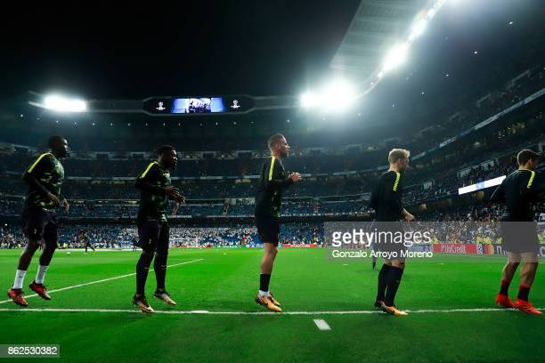 Toby Alderweireld of Tottenham Hotspur warms up22 with teammates Moussa Sissoko Serge Aurier Christian Eriksen and Harry Winks during their warmingup...