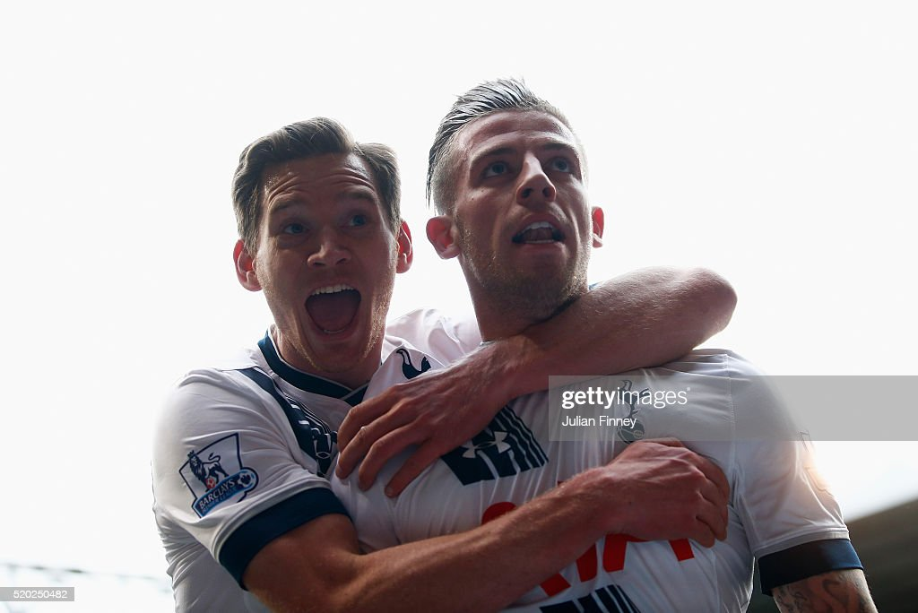<a gi-track='captionPersonalityLinkClicked' href=/galleries/search?phrase=Toby+Alderweireld&family=editorial&specificpeople=653048 ng-click='$event.stopPropagation()'>Toby Alderweireld</a> of Tottenham Hotspur (R) with <a gi-track='captionPersonalityLinkClicked' href=/galleries/search?phrase=Jan+Vertonghen&family=editorial&specificpeople=1360499 ng-click='$event.stopPropagation()'>Jan Vertonghen</a> celebrates as he scores their second goal during the Barclays Premier League match between Tottenham Hotspur and Manchester United at White Hart Lane on April 10, 2016 in London, England.