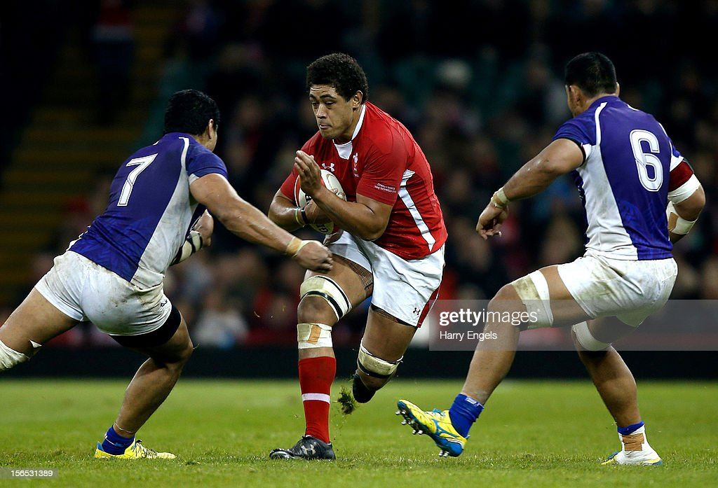 <a gi-track='captionPersonalityLinkClicked' href=/galleries/search?phrase=Toby+Faletau&family=editorial&specificpeople=6522513 ng-click='$event.stopPropagation()'>Toby Faletau</a> of Wales runs at the Samoa defence during the international match between Wales and Samoa at the Millennium Stadium on November 16, 2012 in Cardiff, Wales.
