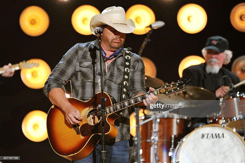 <a gi-track='captionPersonalityLinkClicked' href=/galleries/search?phrase=Toby+Keith&family=editorial&specificpeople=204525 ng-click='$event.stopPropagation()'>Toby Keith</a> performs at the 2016 American Country Countdown Awards at The Forum on May 1, 2016 in Inglewood, California.