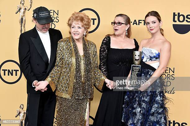 Todd Fisher actress Debbie Reynolds actress Carrie Fisher and Billie Lourd pose in the press room at TNT's 21st Annual Screen Actors Guild Awards at...