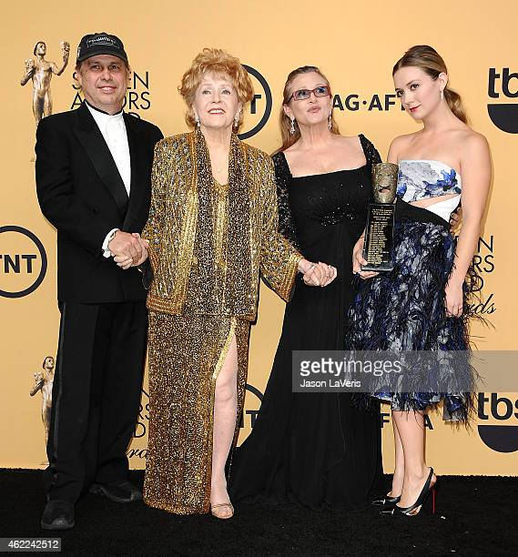 Todd Fisher actress Debbie Reynolds actress Carrie Fisher and Billie Lourd pose in the press room at the 21st annual Screen Actors Guild Awards at...