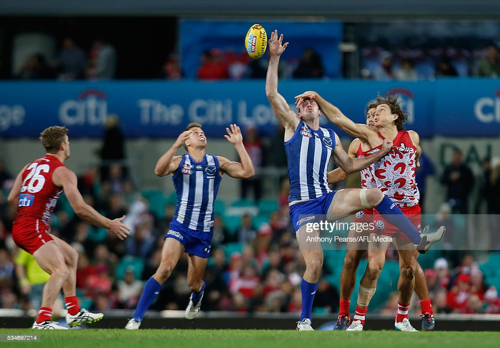 Todd Goldstein of the Roos and <a gi-track='captionPersonalityLinkClicked' href=/galleries/search?phrase=Kurt+Tippett&family=editorial&specificpeople=779177 ng-click='$event.stopPropagation()'>Kurt Tippett</a> of the Swans compete during the 2016 AFL Round 10 match between the Sydney Swans and the North Melbourne Kangaroos at the Sydney Cricket Ground on May 27, 2016 in Sydney, Australia.
