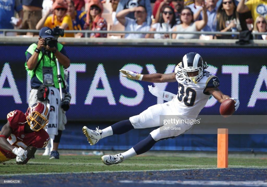Washington Redskins vs Los Angeles Rams : News Photo
