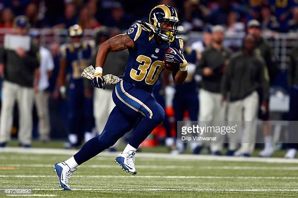Todd Gurley of the St Louis Rams carries the ball in the first quarter against the Chicago Bears at the Edward Jones Dome on November 15 2015 in St...