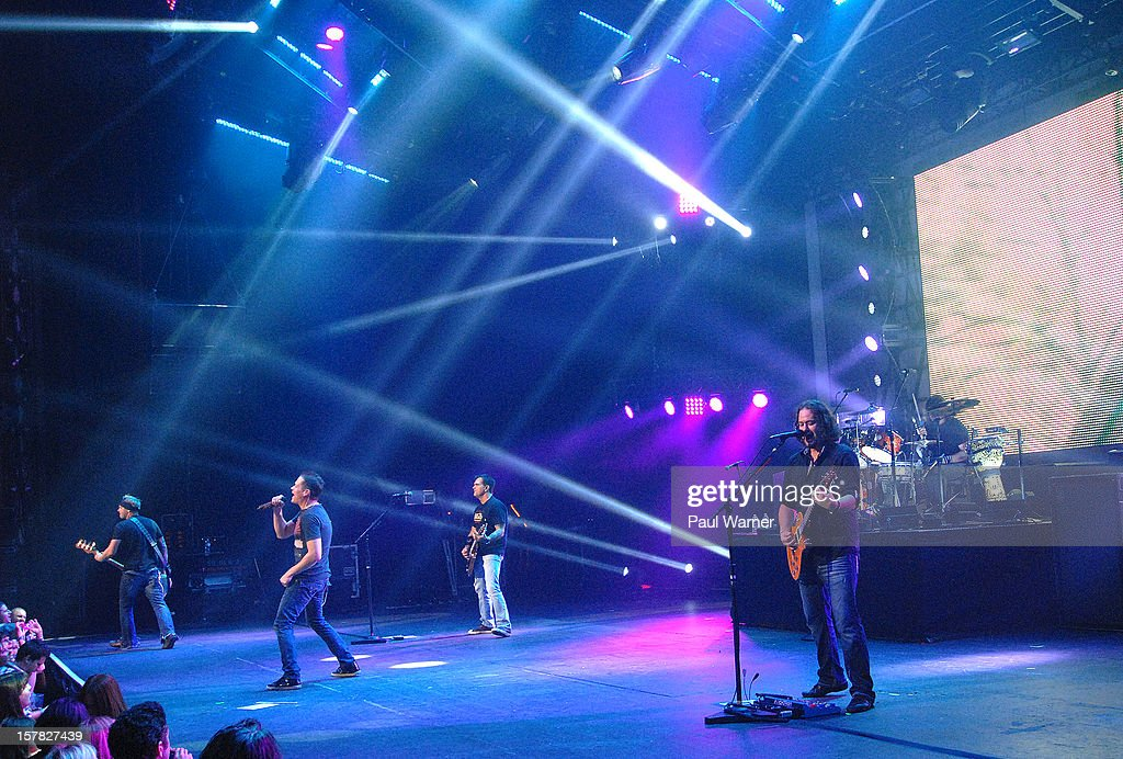 Todd Harrell, Brad Arnold, Chris Henderson, Chet Roberts and Greg Upchurch perform as Three Doors Down at Fox theater on December 5, 2012 in Detroit, Michigan.
