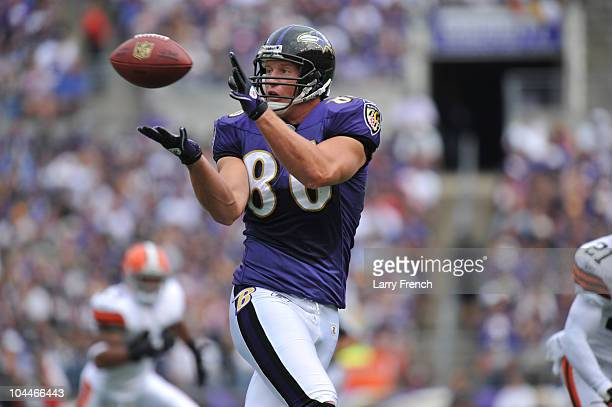 Todd Heap of the Baltimore Ravens makes a catch against the Cleveland Browns at MT Bank Stadium on September 26 2010 in Baltimore Maryland The Ravens...