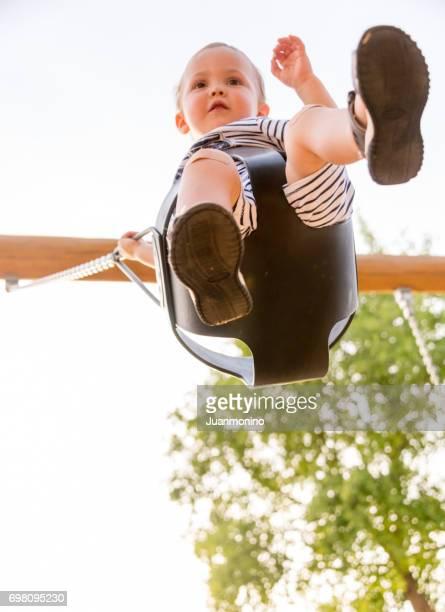 Kleinkind Spaß in einem park