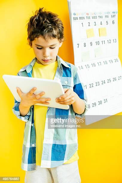 Enfants avec une tablette