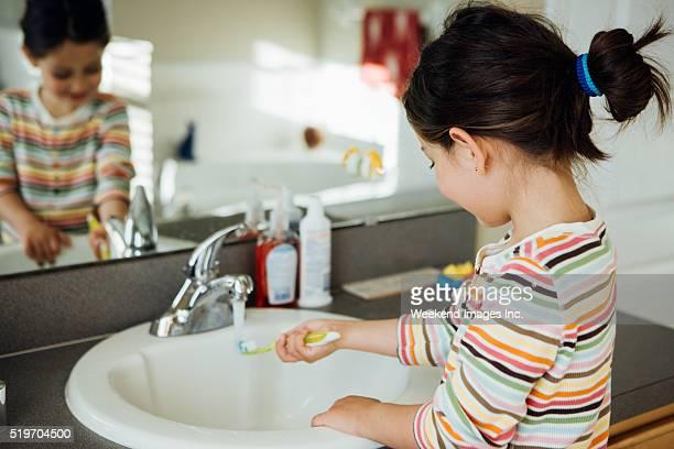 Enfant avec toobrush