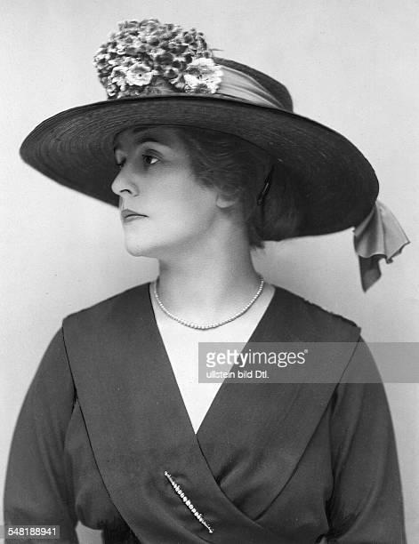 Toelle Carola *02041893 Schauspielerin D Porträt mit Hut veröffentlicht Dame 12/1918