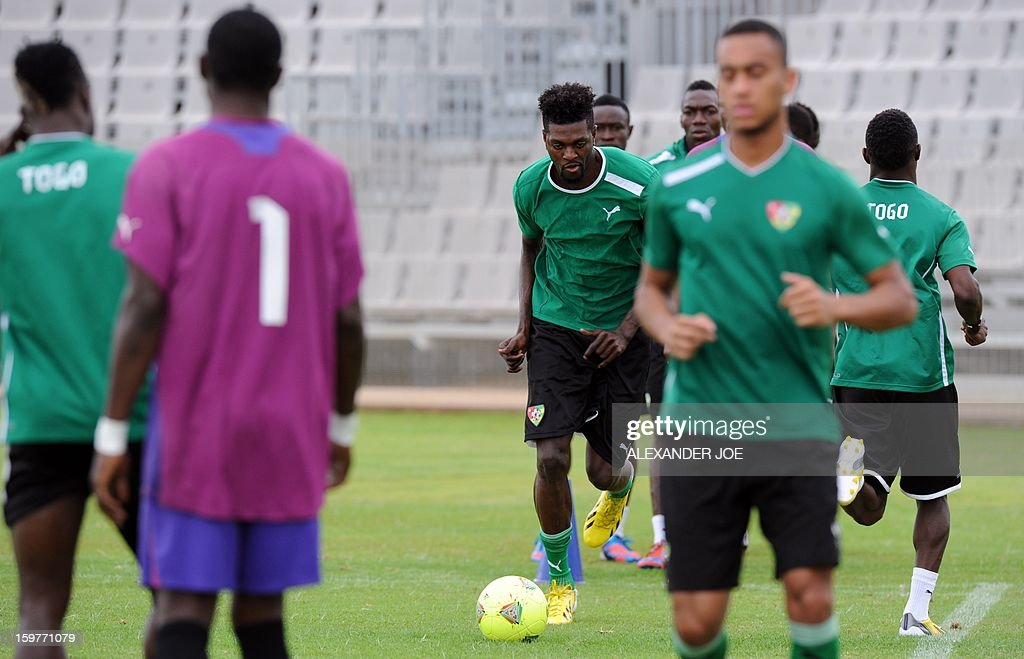 Togo forward Emmanuel Adebayor (C) trains on January 20, 2013 at Moruleng stadium in Moruleng on the eve of a Group D 2013 Africa Cup of Nations match against Ivory Coast.