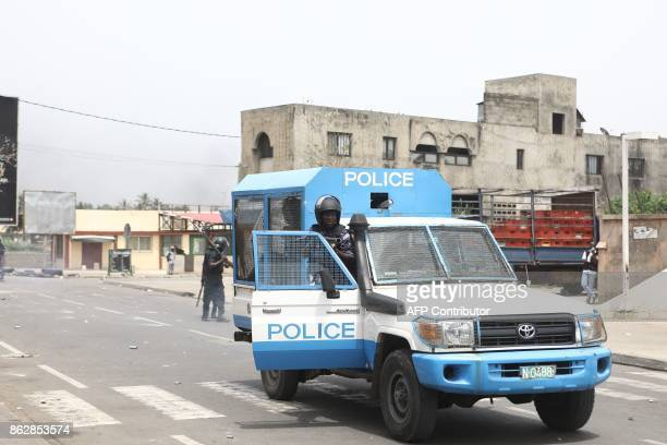 Togolese police officers clash with protesters in Lome on October 18 2017 where opposition supporters erected makeshift barricades and blocked roads...