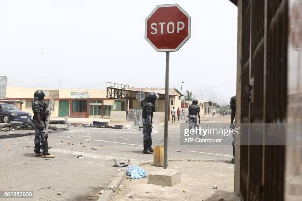 Togolese police officers face protesters in Lome on October 18 2017 where opposition supporters erected makeshift barricades and blocked roads as...