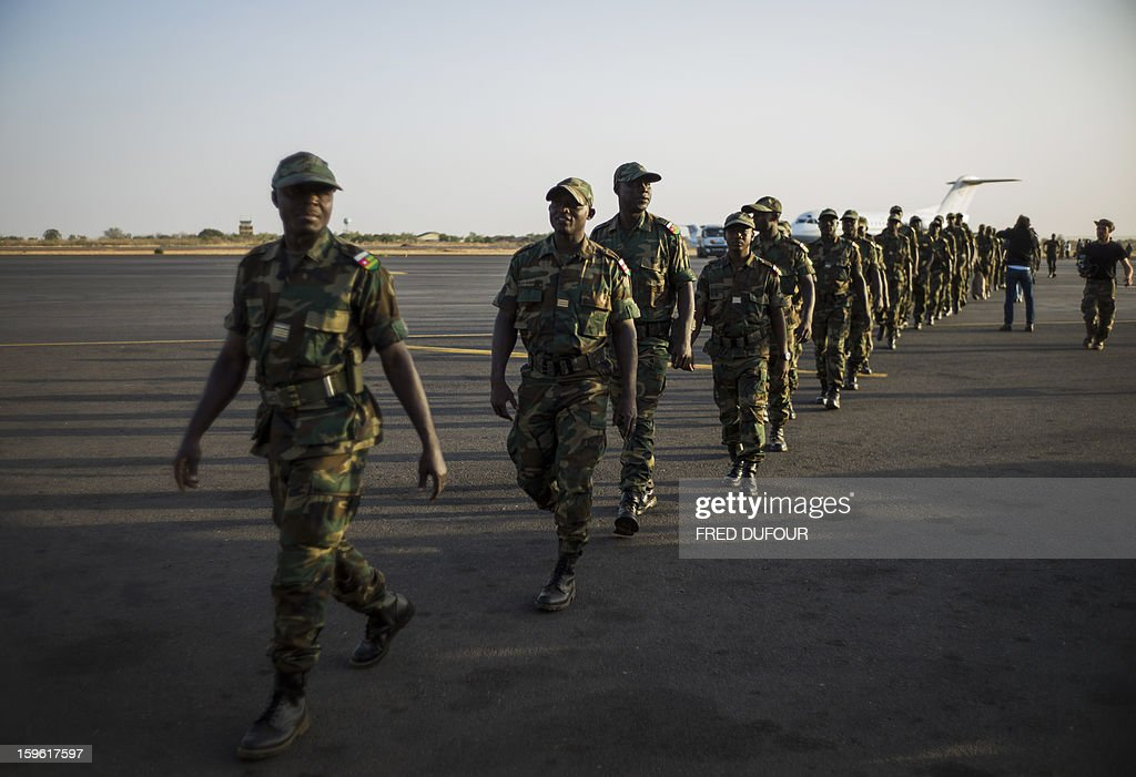 Togolese soldiers arrive at the airport on January 17, 2013, in Bamako. Forty Togolese soldiers arrived in Mali today, the first of those pledged by African nations to back a French-led offensive against Islamist rebels. West African troops have promised more than 3,000 soldiers to back Operation Serval, launched on January 11. AFP PHOTO / FRED DUFOUR