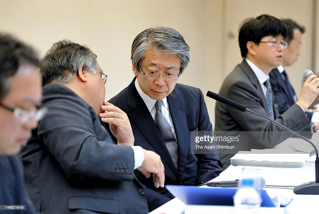 Tokyo Electric Power Co vice president Masao Yamazaki (C) and executives attend the press conference on the final report of Fukushima Daiichi Nuclear Power Plant disaster, at their headquarters on June 20, 2012 in Tokyo, Japan.