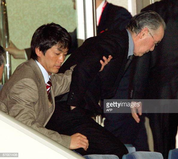 Former Japan's Yomiuri Giants manager Shigeo Nagashima is helped by his son Kazushige to take a seat to watch the Asia Round game between Japan and...