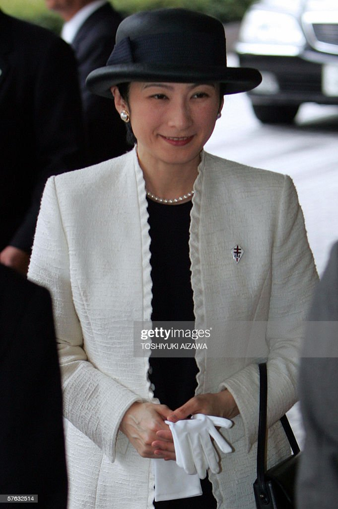 Japanese Princess Kiko, wife of Emperor Akihito's second son Prince Akishino, arrives at an awarding ceremony of Japan Anti-Tuberculosis Association in Tokyo, 17 May 2006. The princess, who is the president of the association, is expecting her third child in September.