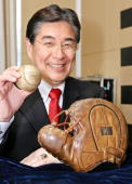 Japanese sports goods maker Mizuno president Masato Mizuno shows a abll with autographs of US baseball legends Lou Gehrig and Babe Ruth and Mizuno...