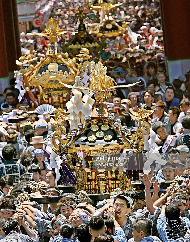 People wearing traditional costume carry a portable shrine to the Sensoji Temple during the largest festival 'Sanja Matsuri' in Tokyo 20 May 2006...