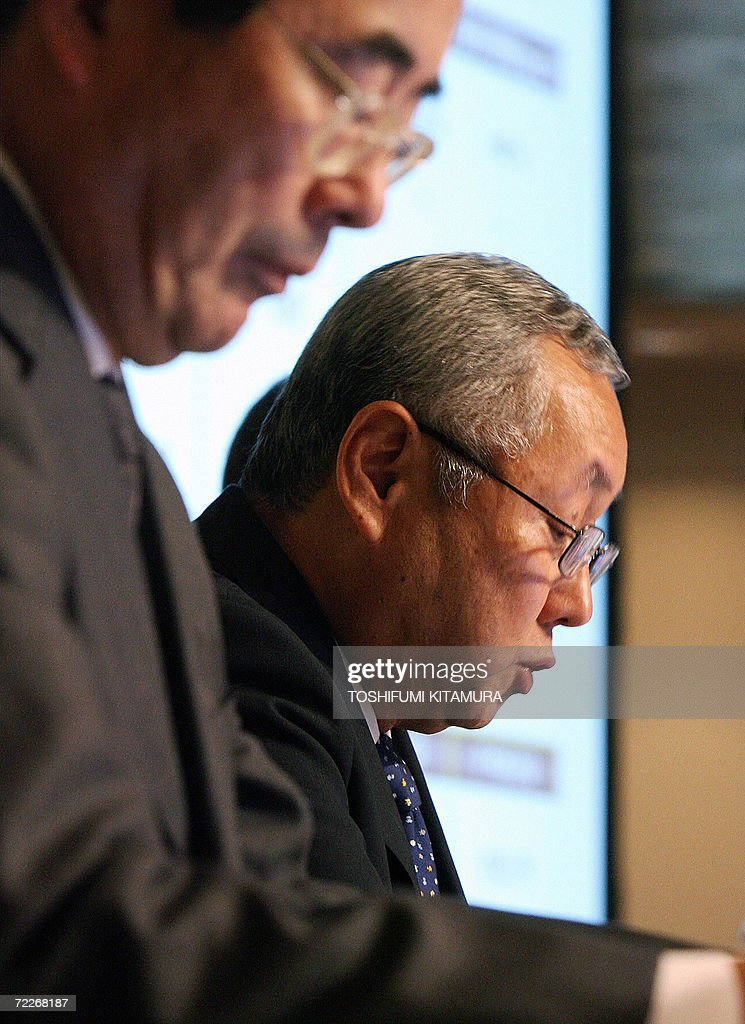 Sony Corporation's Executive Vice President and Chief Financial Officer Nobuyuki Oneda (R) announces the company's second-quarter financial result in Tokyo, 26 October 2006 as Senior Vice President Takao Yuhara (L) listens to. Sony reported a quarterly operating loss as it wrestles with huge costs from defective battery recalls that have pushed back a recovery at the once-mighty company. AFP PHOTO / TOSHIFUMI KITAMURA