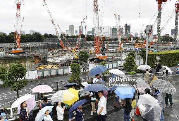Tokyo metropolitan government invites elementary school students and their parents to the construction site of the main stadium of the 2020 Tokyo...