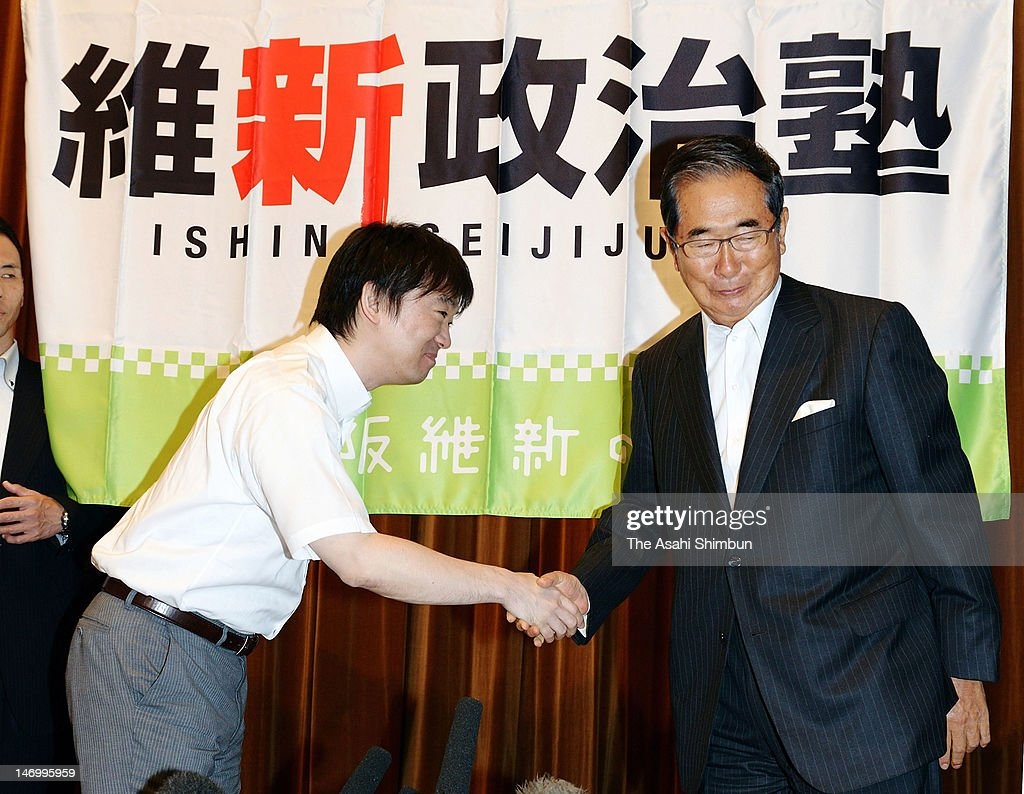 Tokyo Metropolitan Governor <a gi-track='captionPersonalityLinkClicked' href=/galleries/search?phrase=Shintaro+Ishihara&family=editorial&specificpeople=665335 ng-click='$event.stopPropagation()'>Shintaro Ishihara</a> (R) and Osaka City Mayor <a gi-track='captionPersonalityLinkClicked' href=/galleries/search?phrase=Toru+Hashimoto&family=editorial&specificpeople=4847016 ng-click='$event.stopPropagation()'>Toru Hashimoto</a> shake hands during the Hashimoto's local Party 'Osaka Ishin-no-kai' political school at Osaka City Central Public Hall on June 23, 2012 in Osaka, Japan.