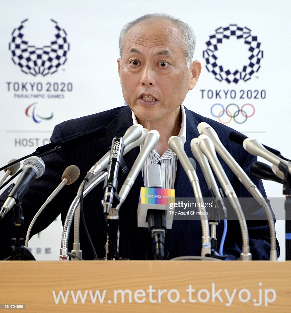 Tokyo Metropolitan Governor <a gi-track='captionPersonalityLinkClicked' href=/galleries/search?phrase=Yoichi+Masuzoe&family=editorial&specificpeople=4473580 ng-click='$event.stopPropagation()'>Yoichi Masuzoe</a> attends a regular press conference at the Tokyo Metropolitan headquarters on May 27, 2016 in Tokyo, Japan.