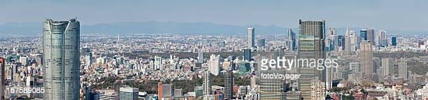 東京新宿、六本木、渋谷タワーの高層ビルのダウンタウンの空中日本のパノラマに広がる