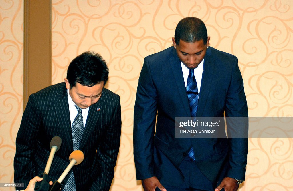 Tokyo Yakult Swallows outfielder Wladimir Balentien (R) bows for apology during a press conference on January 16, 2014 in Miami, Florida. Balentien was arrested on charges of felony false imprisonment and misdemeanor battery after a confrontation with his wife on January 13 at her home in Miami. The couple is reportedly going through a divorce.
