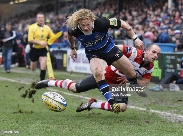 Tom Biggs of Bath holds off Charlie Sharples to score the first try during the Aviva Premiership match between Bath and Gloucester at the Recreation...