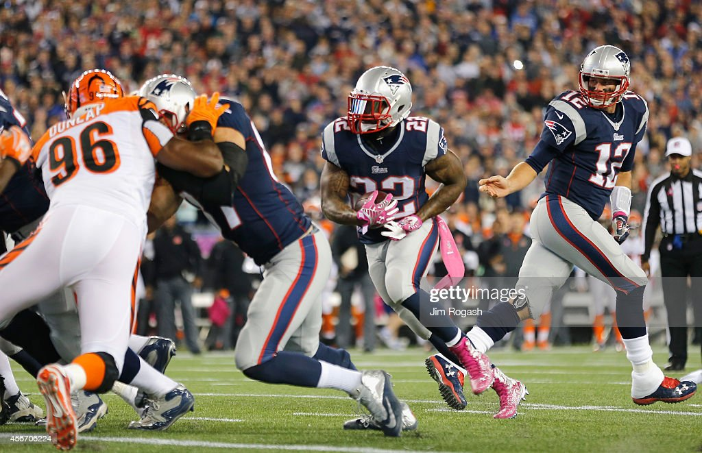 Tom Brady #12 hands off as Stevan Ridley #22 of the New England Patriots scores a touchdown during the first quarter against the Cincinnati Bengals at Gillette Stadium on October 5, 2014 in Foxboro, Massachusetts.