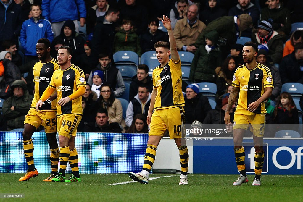Tom Cairney (C) of Fulham celebrates scoring the third goal during the Sky Bet Championship match between Queens Park Rangers and Fulham at Loftus Road on February 13, 2016 in London, United Kingdom.