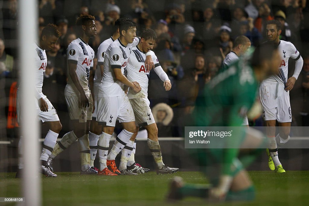Tom Carroll (C) of Spurs is congratulated by teammates after scoring his team's fourth goal and his first for the club during the UEFA Europa League Group J match between Tottenham Hotspur and AS Monaco at White Hart Lane on December 10, 2015 in London, United Kingdom.